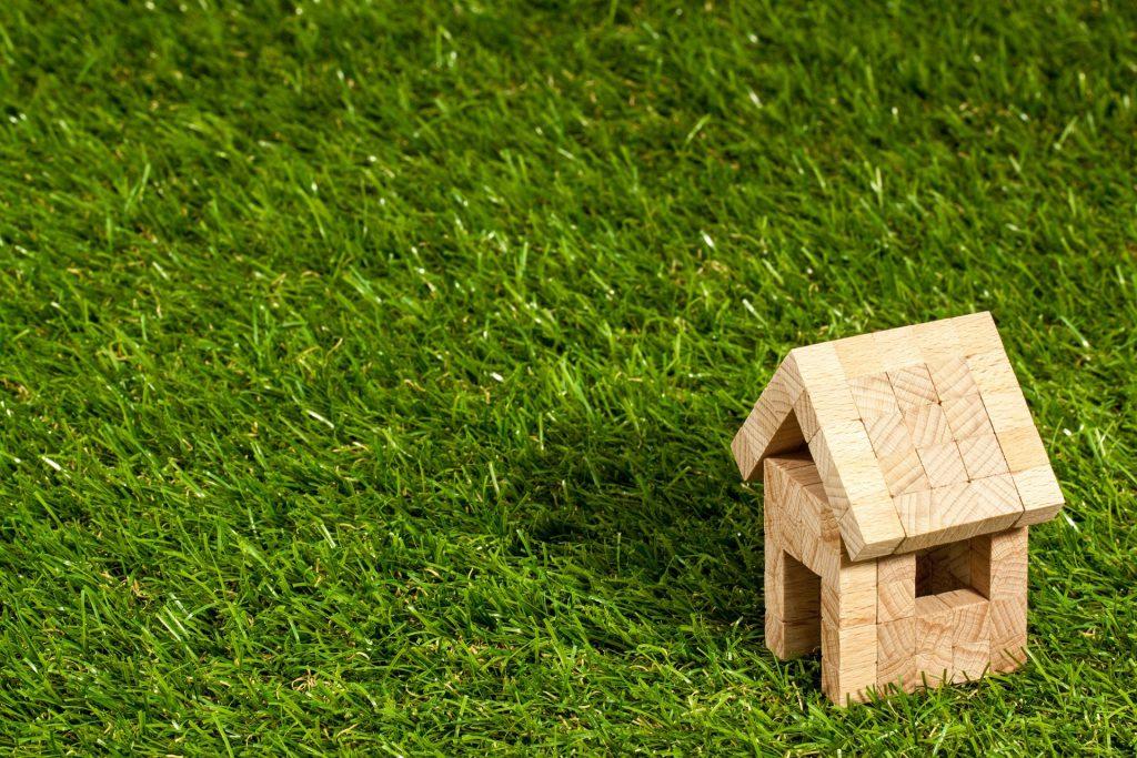Gartenhütte und Gartenhaus aufbauen lassen